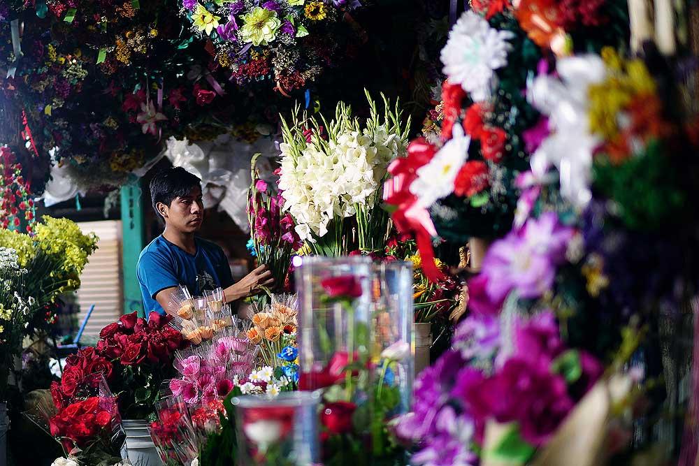 Surrounded by flowers. Guatemala. Photo from Lucía García González's photostream.